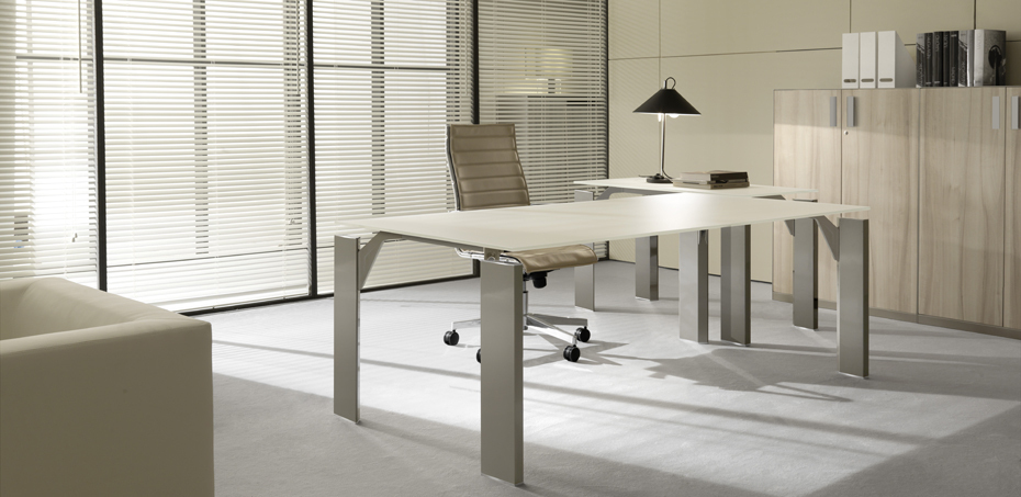modern executive desks x19 by brunoffice. Black Bedroom Furniture Sets. Home Design Ideas