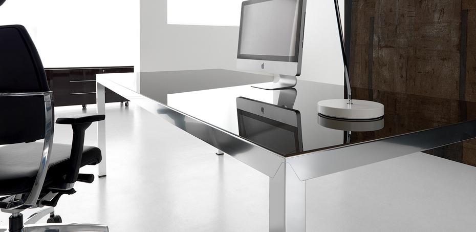 fly italian executive design glass desks by ivm office. Black Bedroom Furniture Sets. Home Design Ideas