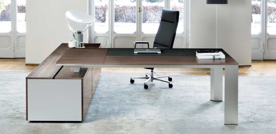 Italian executive desk ono by frezza designers perin topan for Ono oficinas