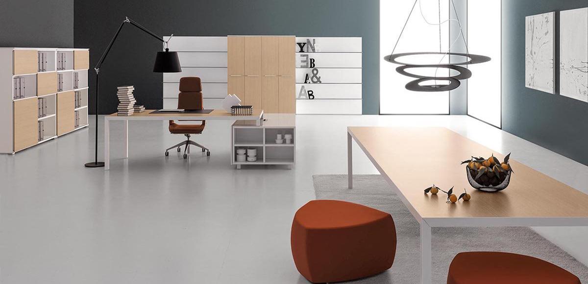 Rym Italian desk by Della Valentina